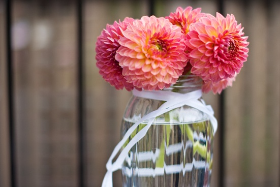 DIY Vases For St-Valentine Flowers: Dahlias