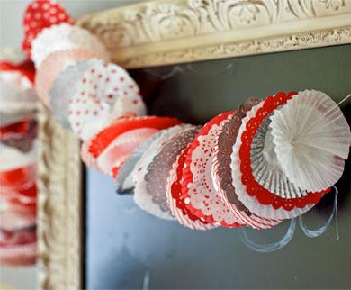 Chistmas DIY: Cupcake Wrapper Garland