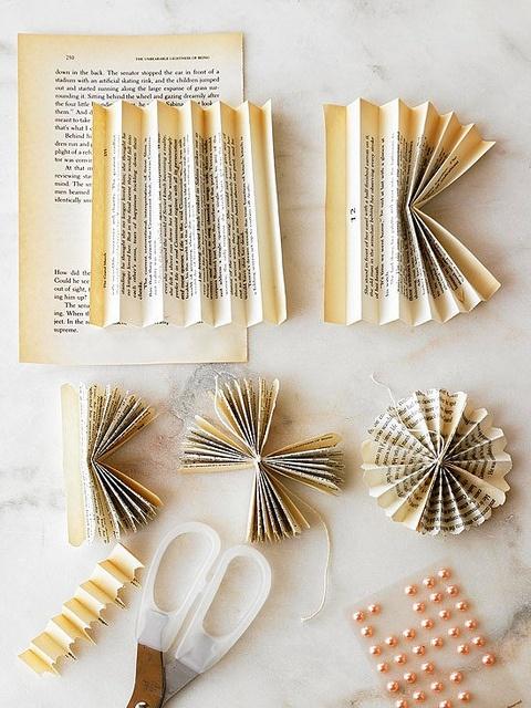Christmas DIY: Paper flowers
