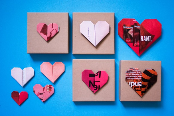 St-Valentine's Day Wrap Decoration DIY With Paper Heart Origami