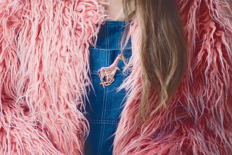 FuzzyGreen Pom-Pom And Fluffy Pink Coat: Giraffe Brooch