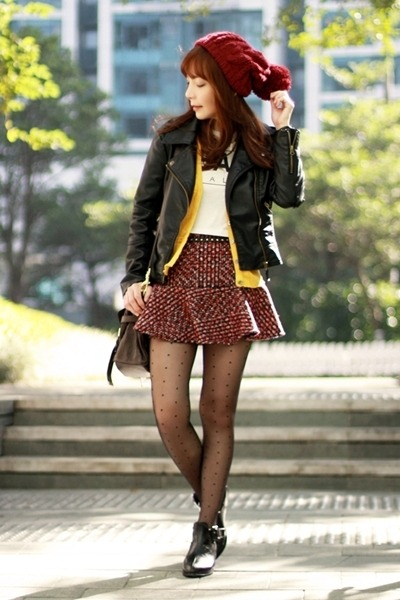 maroon-tweed-choies-skirt-black-cut-out-persunmall-boots_400