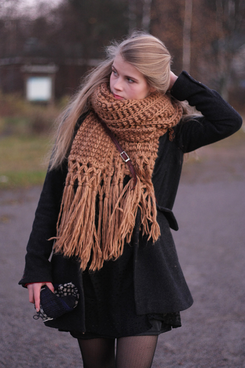 beige-kintted-oversized-scarf-large-scarf