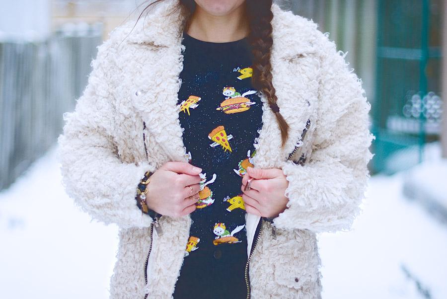 diy-fashion-pompom-beret-red-faux-fur-moto-jacket-close-up-hor-Jan-04-2015-01